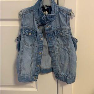 Sleeveless jean jacket for girls